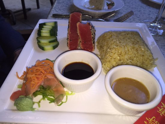 Great Falls, Wirginia: Ahi tuna was tender and delicious.