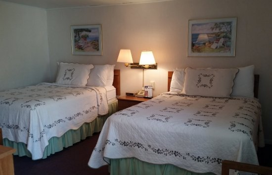 Beachcomber Motel on the Water: Two bedroom family unit bedroom #2