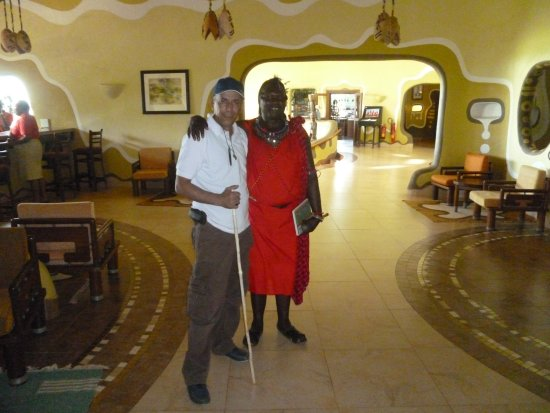 Mara Serena Safari Lodge : This is my photo with the Masai Man from the Mara Serena Lodge right after finished inspection