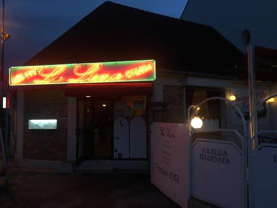 Crecy-la-Chapelle, Prancis: Pizza et devanture de La Luna