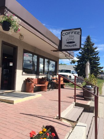 Clinton Coffee House : lots of room for outdoor seating on a sunny day