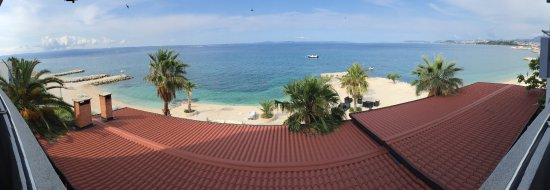 Podstrana, Kroasia: Panoramic of the amazing view from 2nd floor balcony