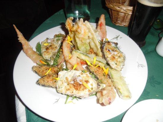 "Lauras Restaurant: ""special"" (ostriche gratinate, cozze gratinate, verdure miste pastellate)"