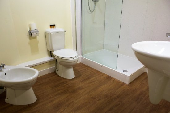 Polmont, UK : The bathroom in my Beancross room was larger than the entire room in London.