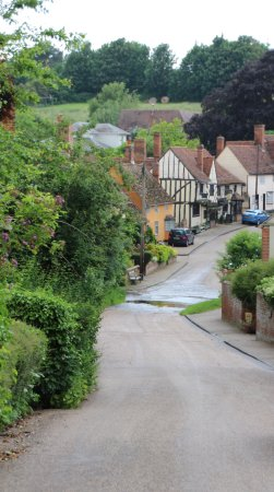 Suffolk, UK: looking down the hill towards the splash and the pub just beyond