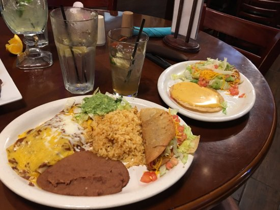 Pep's Restaurant & Bar: Mexican food? NOT!
