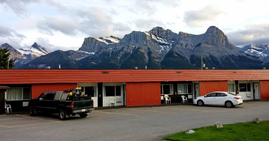 Exterior Picture Of Rocky Mountain Ski Lodge Canmore