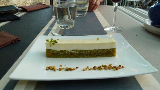 St. Eutrope de Born, Frankrike: Dessert mit Maracujacrème und Pistazienboden