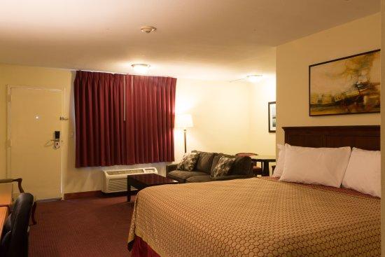Chalmette, LA: King Kitchenette Suite
