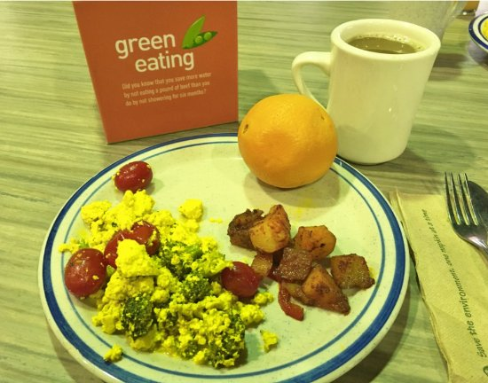 Omega Institute: Breakfast: scrambled tofu with tomatoes and broccoli, hash browns, coffee, I had a 2nd helping!