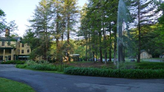 Glen Iris Inn - entrance