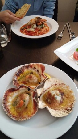 Buxted, UK: scallops and pasta