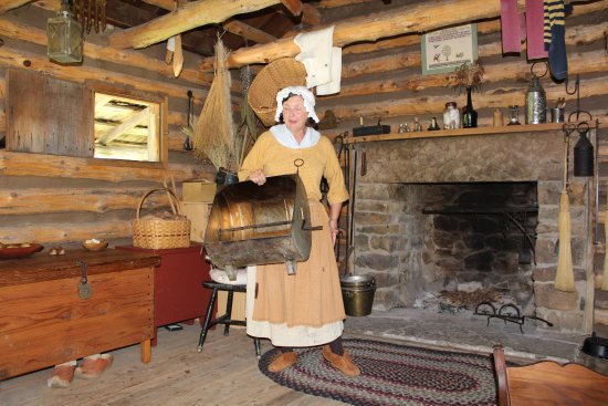 Lewis & Clark State Historic Site &  Interpretive Center: Pioneer woman cooks chicken in that thing