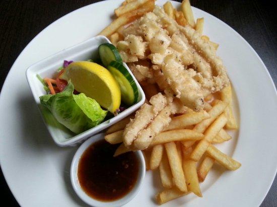 Bega, Австралия: Seafood basket. Salt and papper squid
