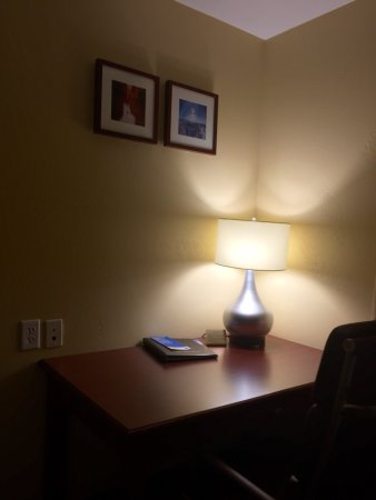 Comfort Inn & Suites Cedar City : Large rooms with desk area