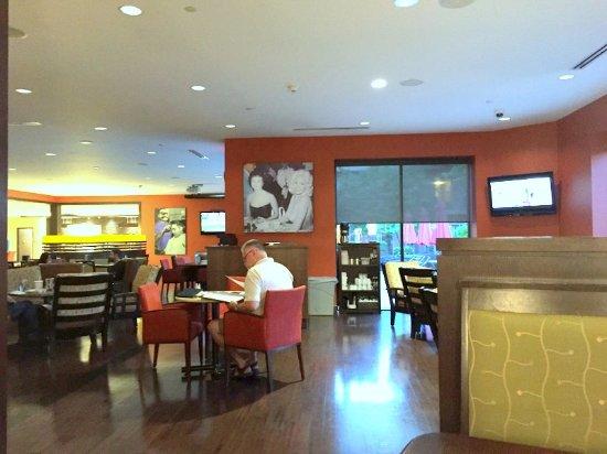 Harold's Bistro & Bar : Lounge
