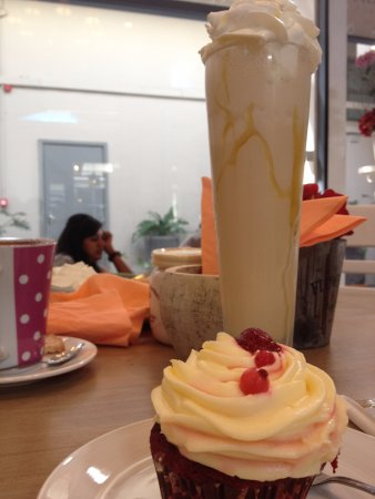 Curepipe: Red velvet cupcake and milkshake!