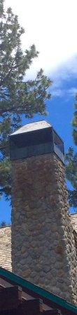 Sunnyside Restaurant and Lodge: Cool detail of chimney.