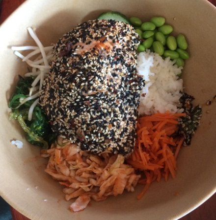 Sunnyside Restaurant and Lodge: Sesame crusted salmon rice bowl.