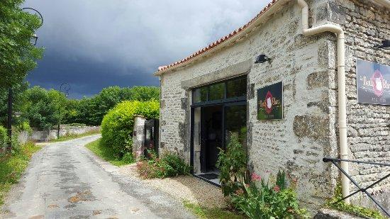 Haimps, France : Matha restaurant le merle blanc