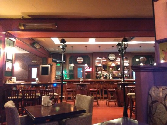 The Guns & Roses : Open dining and Bar