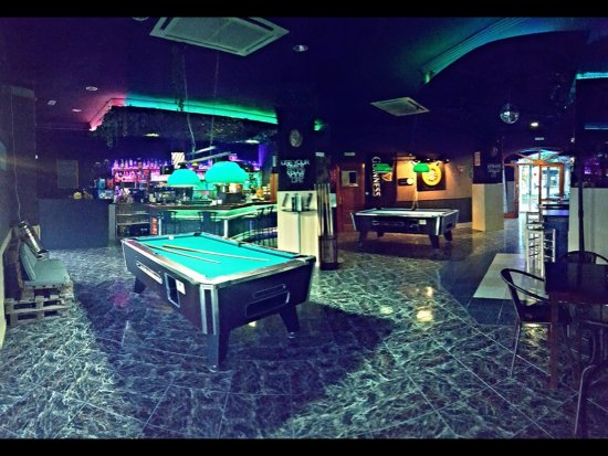 The Maze Cocktail Bar: The Maze Bar Moraira   With POOL Tables, Darts And