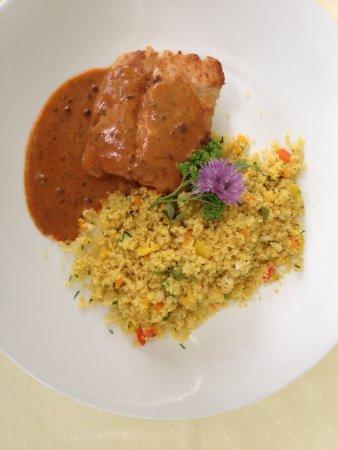 Langnau im Emmental, Suisse : Ein leckeres Dorschfilet mit Couscous