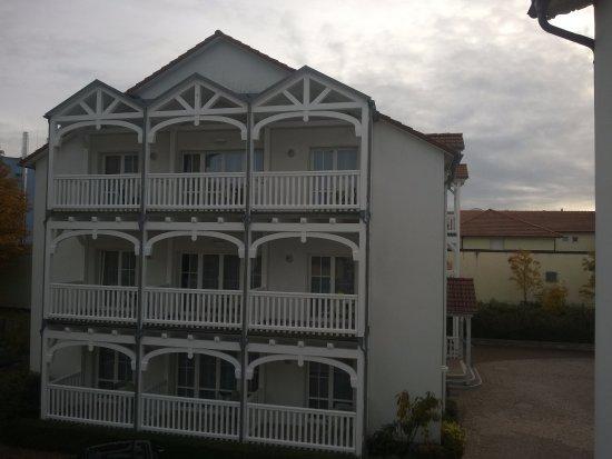 Neptun Hotel: Blick auf das Nebengebäude