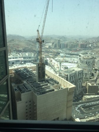 Moevenpick Hotel & Residences Hajar Tower Makkah: View of the heavy constructions near The holy Mosque