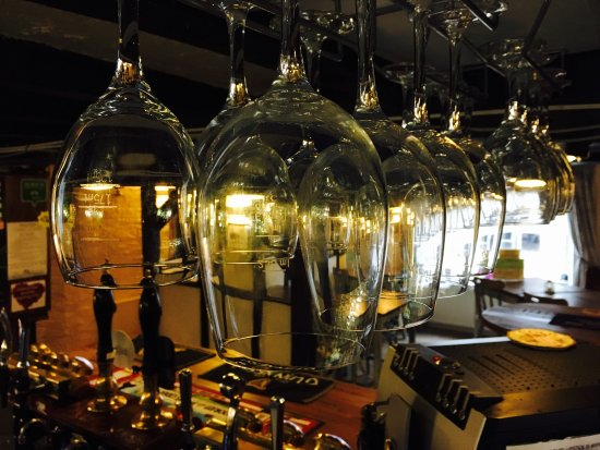 The Willow House : Glass of wine anyone?