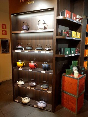 La Rinascente : Shopping for teapots