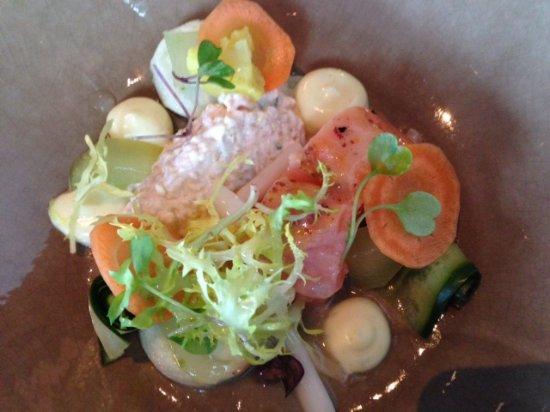 Ommen, هولندا: Zalm met een salade van rivierkreeft, marshmallow van komkommer