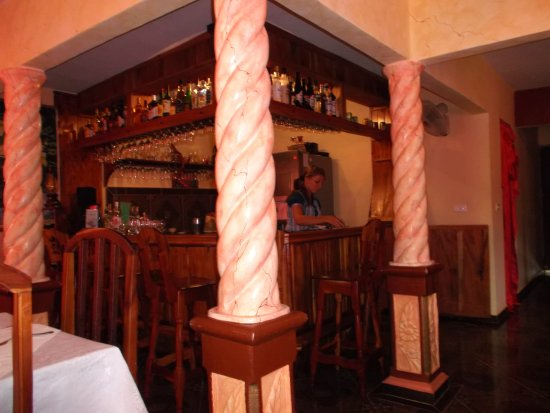 Holguin Province, Kuba: Le bar du resto