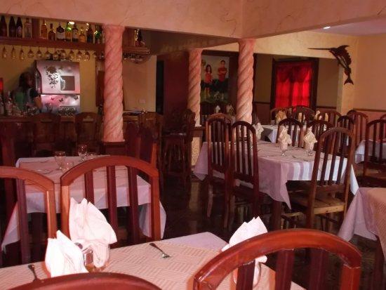 Holguin Province, Κούβα: La salle a manger du resto