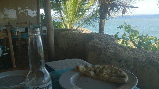 Boca de Yuma, Den dominikanske republikk: Leckeres Rosmarinenpizzabrot als Vorspeise