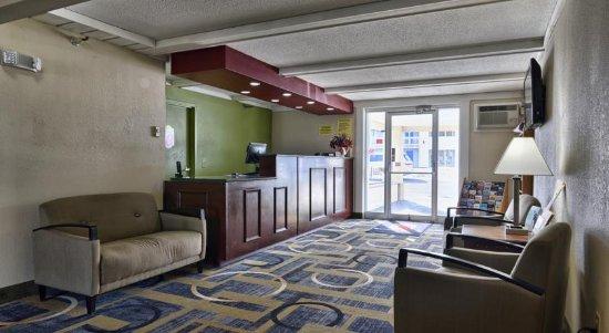 Super 8 Bangor: Lobby