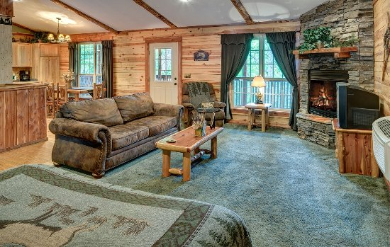 Lake Forest Luxury Log Cabins: Whitetail Cabin