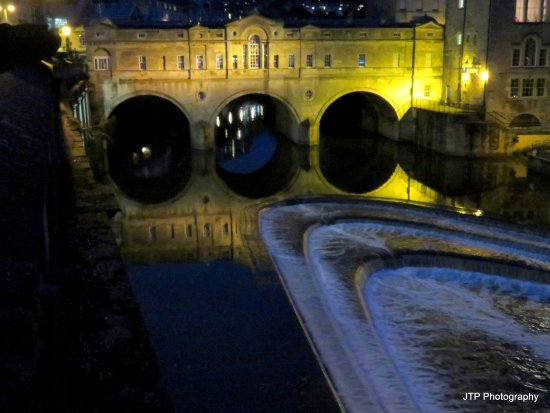 Royal Hotel: Pulteney Bridge & weir at night