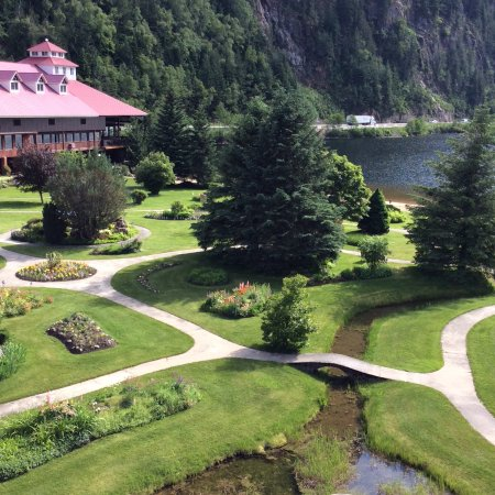Three Valley Lake Chateau & Ghost Town: View from loft room balcony