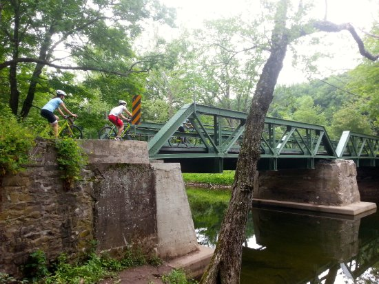 Lambertville, Nueva Jersey: One lane bridge out on the lanes