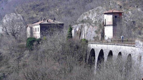 Vicchio, Italia: la stazione e la torre dell'acqua