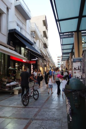 Capsis Astoria Heraklion Hotel: Pedestrianized area behind the hotel