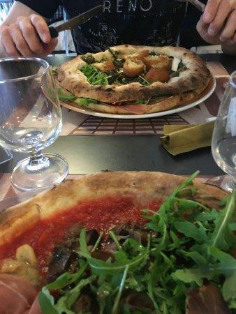 Pizza con il cornicione e crocchette - Picture of La Terrazza, San ...