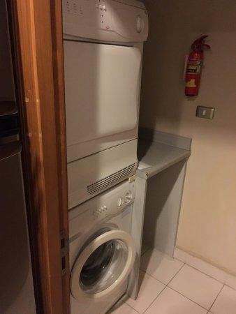 キッチン奥の洗濯スペース