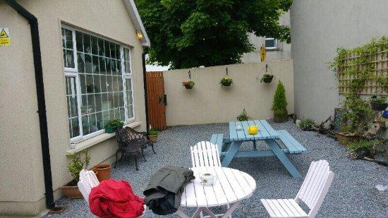 Fethard, أيرلندا: Garden tables