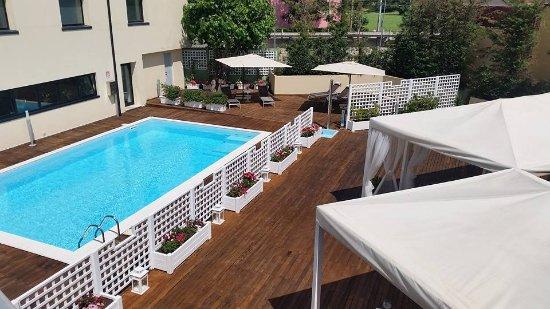 Cena a bordo piscina foto di ristorante sesamo camerano for Cena in piscina