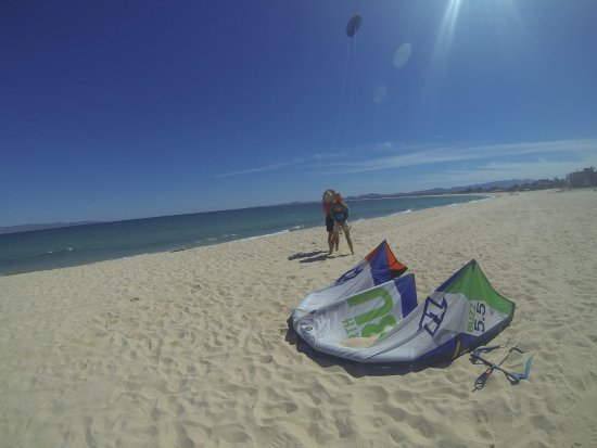 Elevation Kiteboarding School: Karen teaching ground safety course