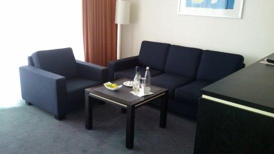 Wohnzimmer Sitzecke mit relativ kleinem TV - Bild von Seminaris ...