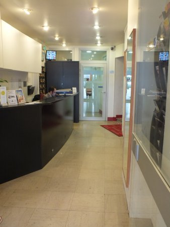 Amiot Hotel : Reception, entrance