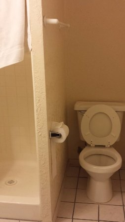 Arizona Inn & Suites: bathroom